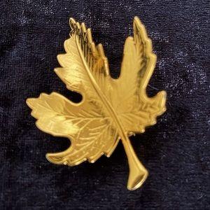 Vintage Gold Maple 🍁 Leaf Brooch